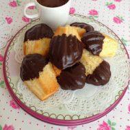 Madeleines alle nocciole glassate al cioccolato