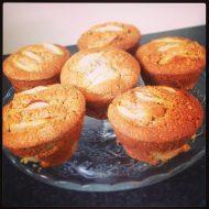 Muffin di kamut e yogurt di capra con mele e cocco