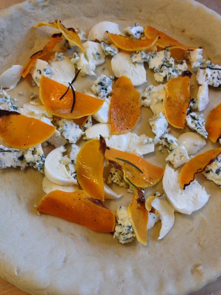 Ripieno per focaccia - mozzarella, gorgonzola e zucca
