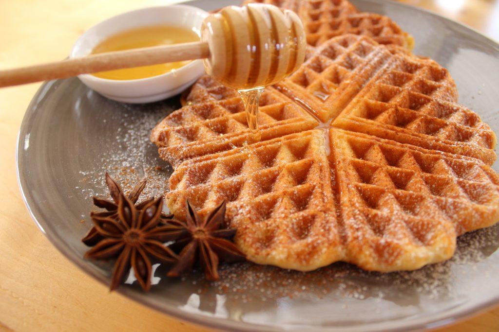Waffle alla cannella con miele