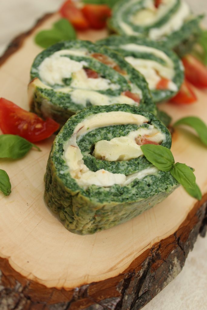 Frittata roll with spinach and mozzarella - sliced