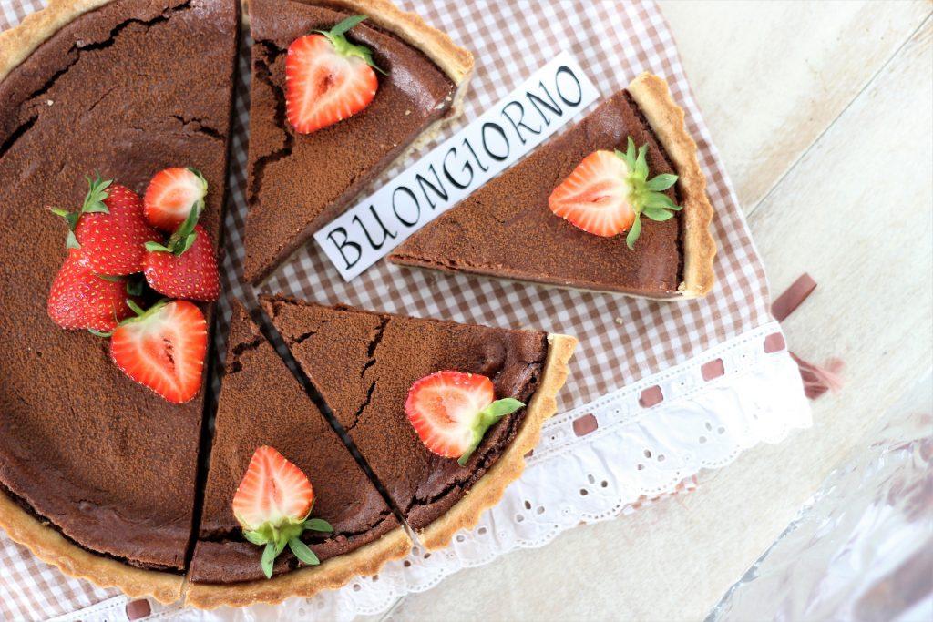 Crostata al cioccolato cremosa - flatlay