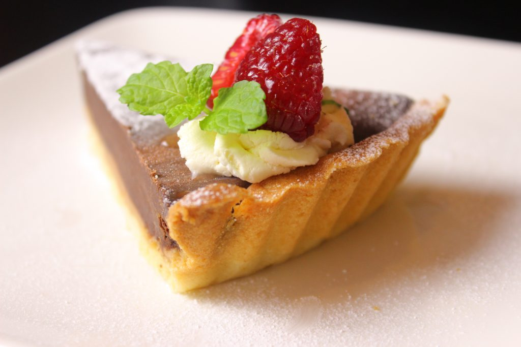 Dark chocolate tart with caramel - slice