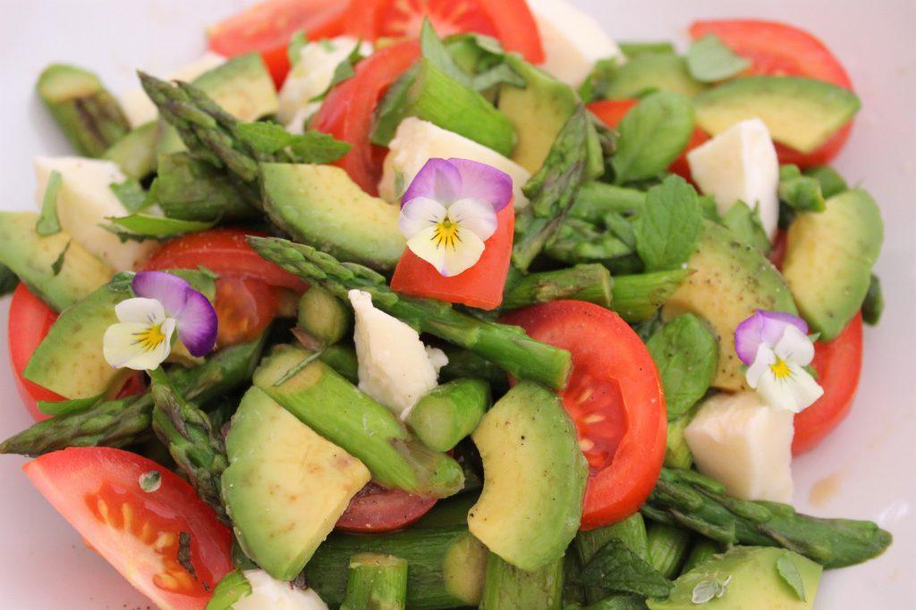 Insalata di asparagi e avocado