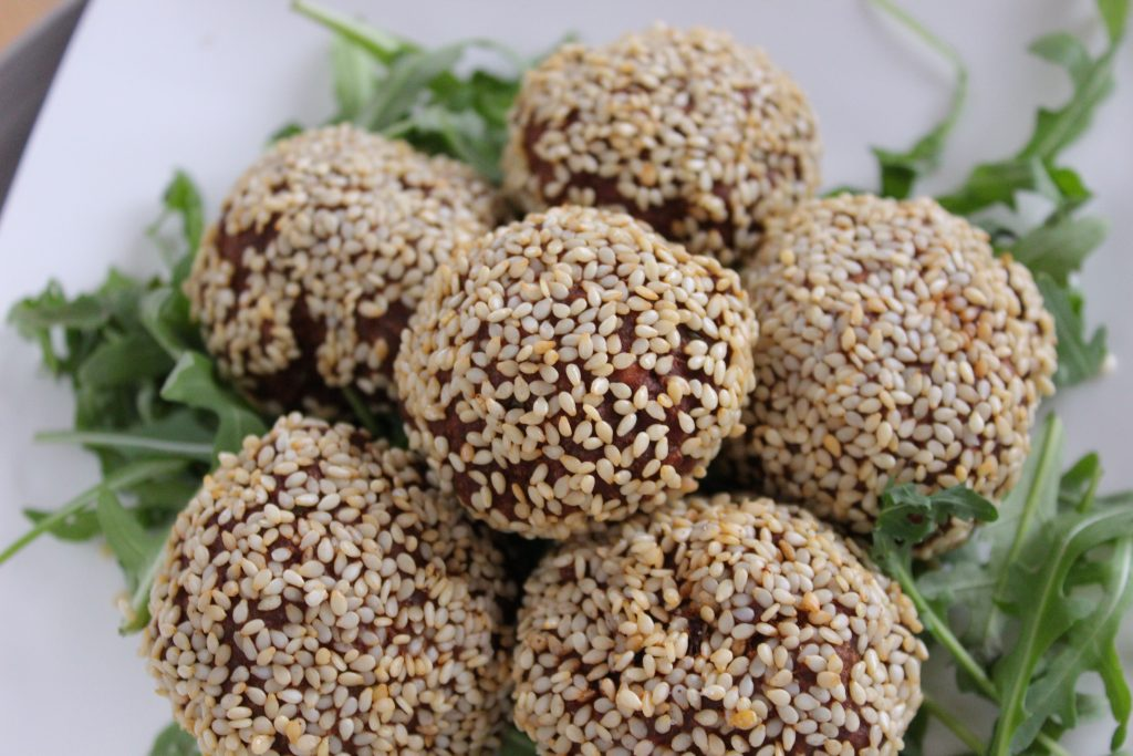 Meatballs with sesame seeds