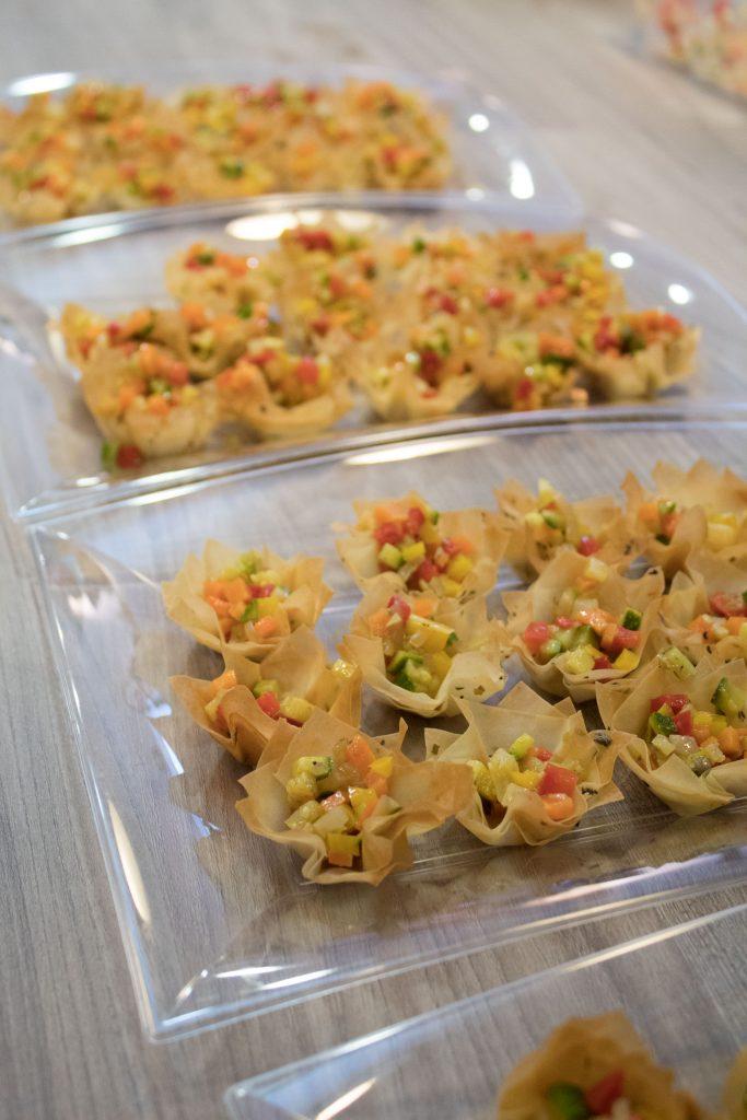 Piccoli cestinetti di pasta phillo con verdure croccanti al curry