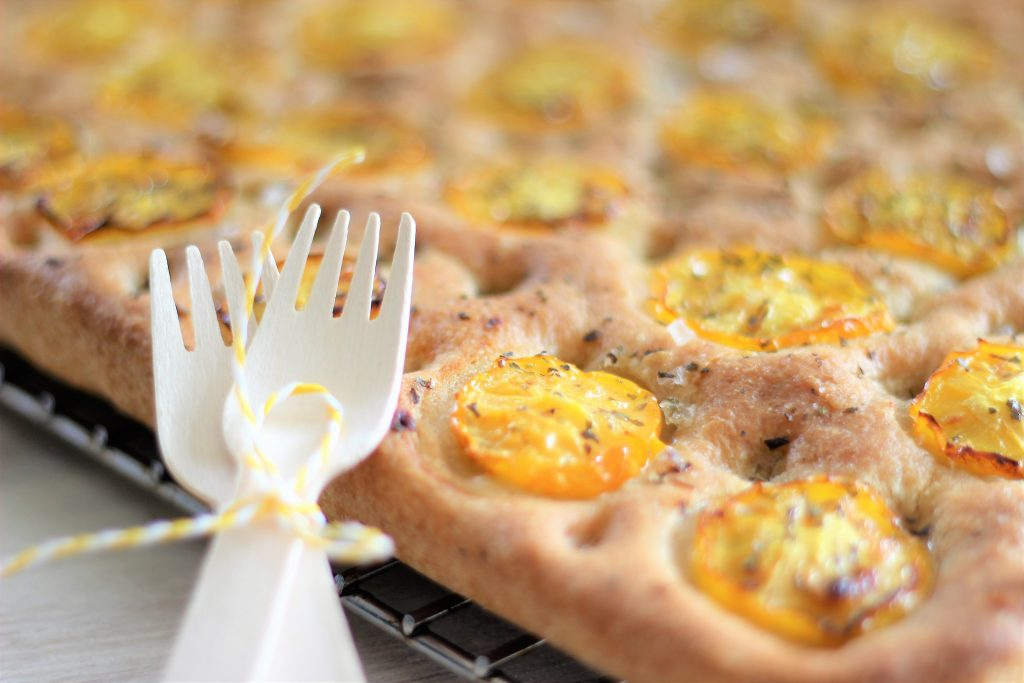 Focaccia ai pomodori gialli - close up