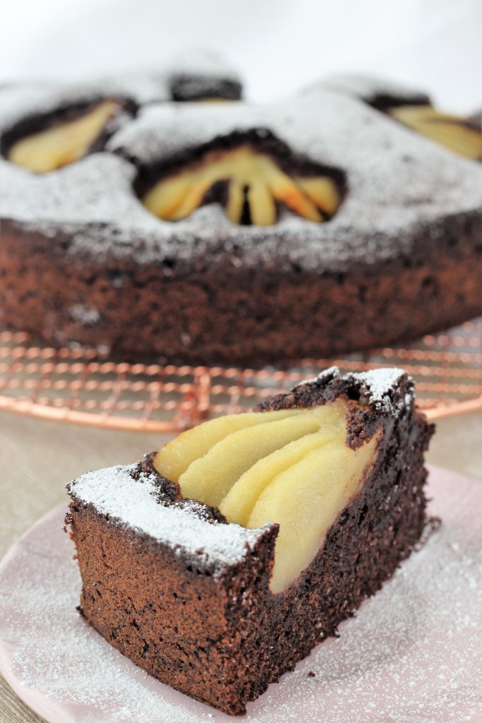 Chocolate and pear fluffy cake - slice