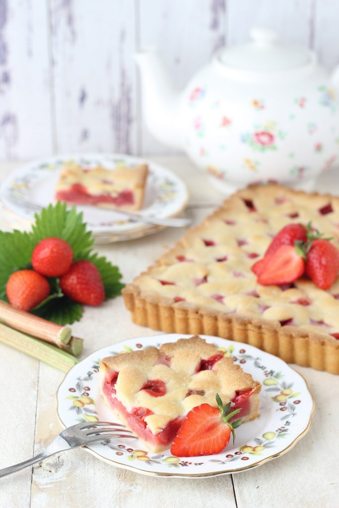 Rhubarb and strawberry tart - slice