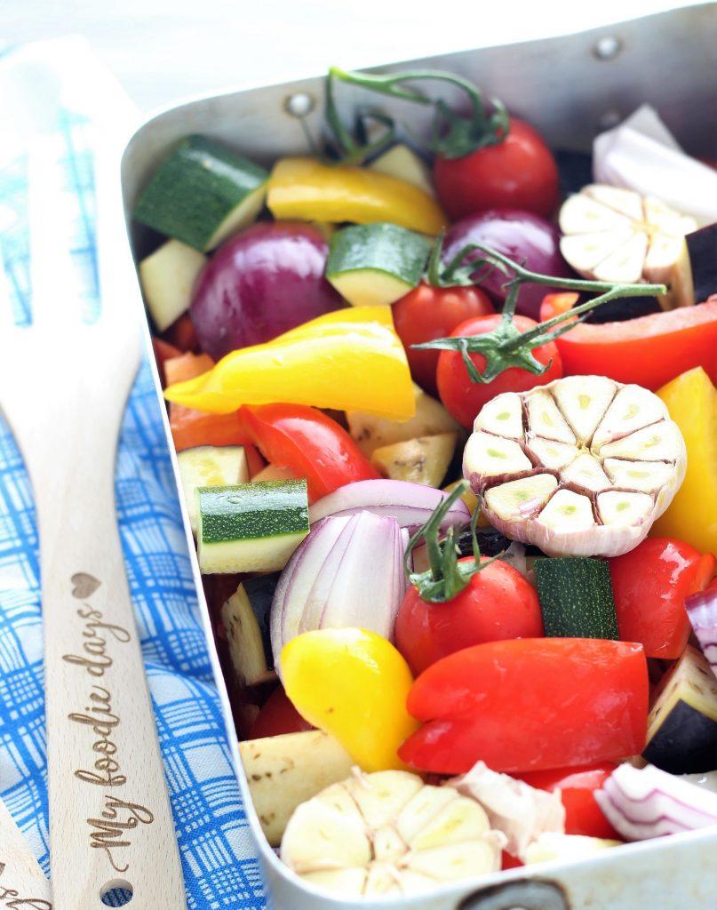 Mixed veggies with garlic - flatlay