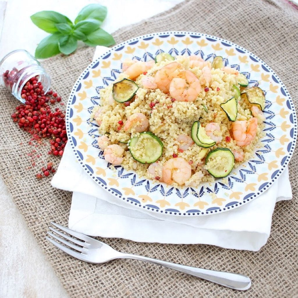 Cous cous con gamberi e zucchine - flatlay