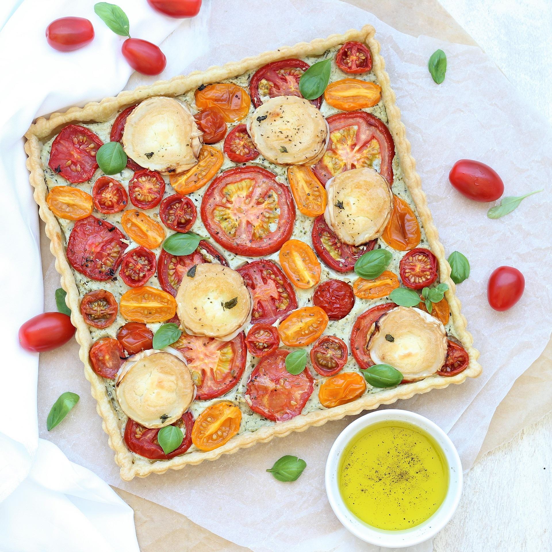 Torta salata con pomodori, ricottta e chevre