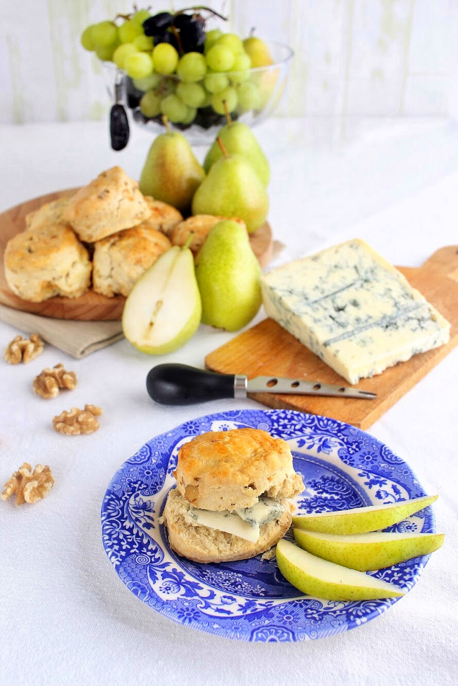 Scones with gorgonzola and pear