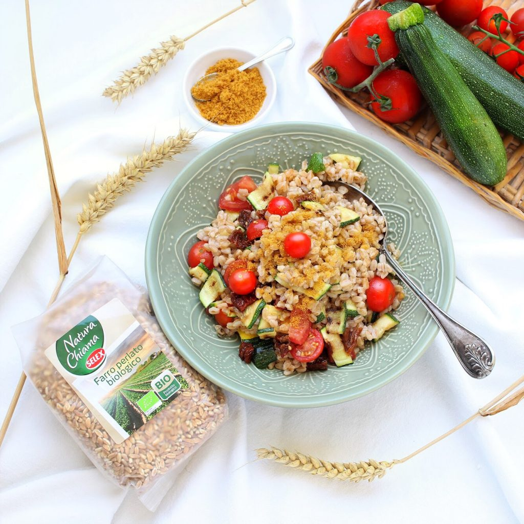 Spelt salad with tomatoes, courgette and bottarga - flatlay