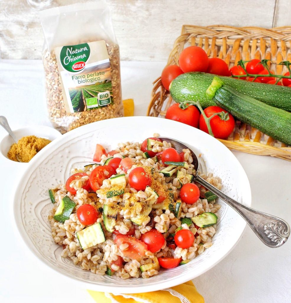 Spelt salad with cherry tomatoes