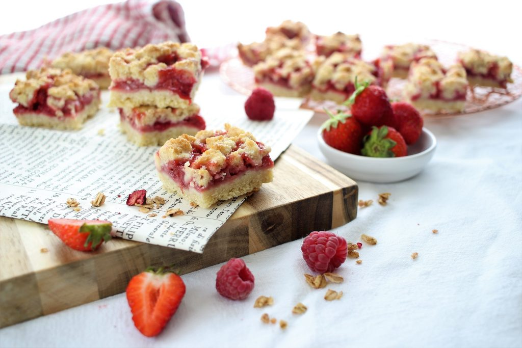 Strawberry crumble bars with raspberries