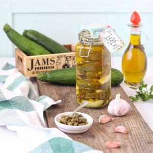 Zucchine sott'olio con capperi e acciughe