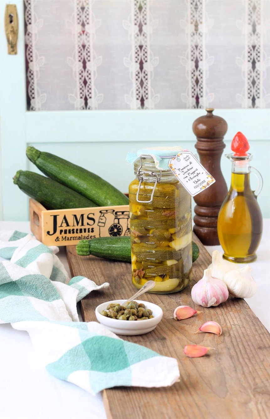 Zucchine sott'olio con capperi e acciunghe