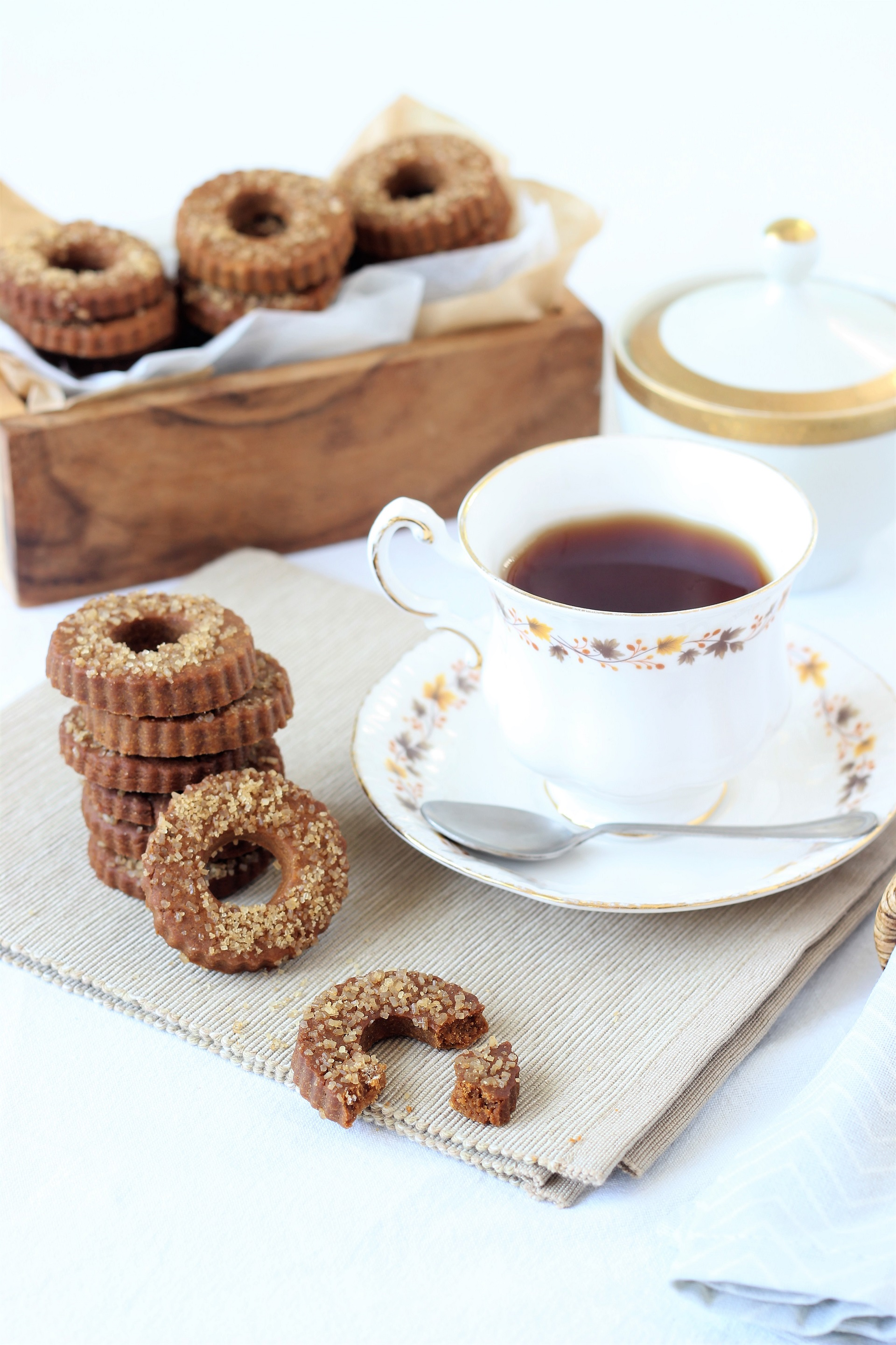 Muscovado cookies and tea