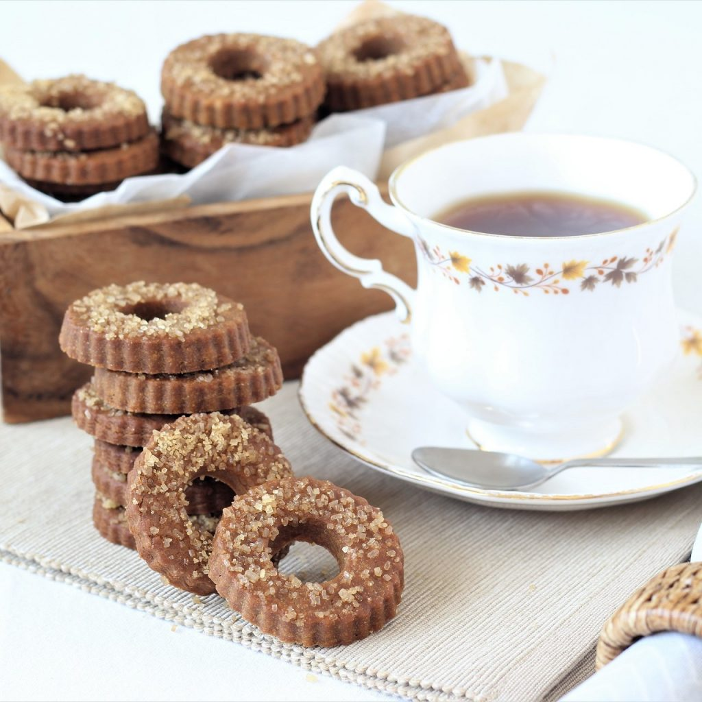 Muscovado cookies with tea