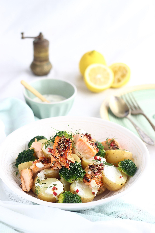 Insalata di patate, salmone e broccoli