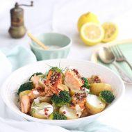 Insalata di patate, salmone al miele e broccoli