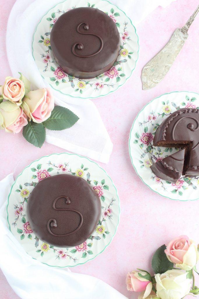 Torta Sacher monoporzione - flatlay