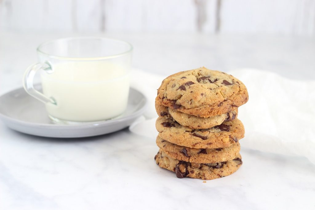Tahini cookies with chocolate chunks