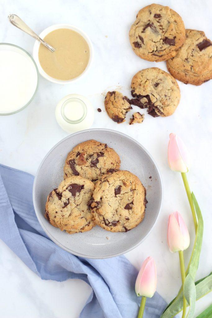Tahini cookies with walnuts and chocolate - flat lay