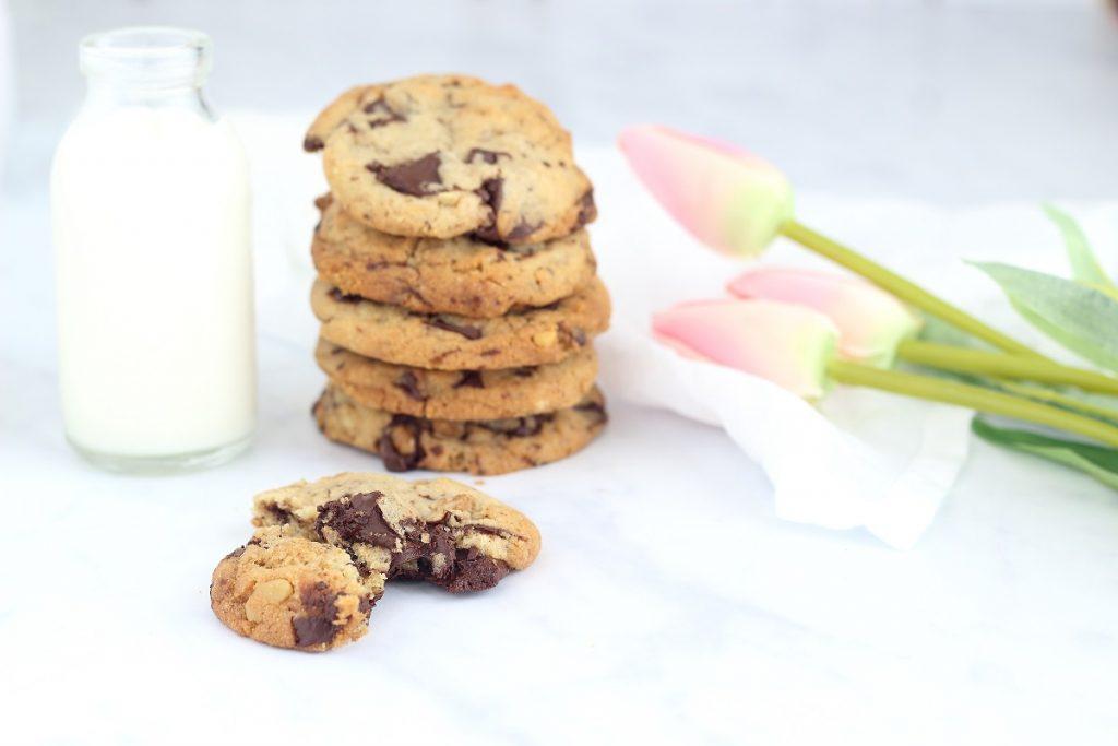Tahini chocolate cookies with nuts