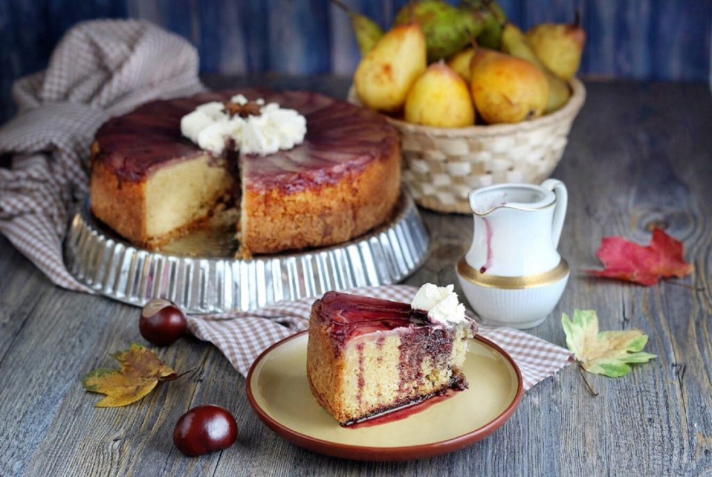 Upside down pear cake with red wine syrup and cream