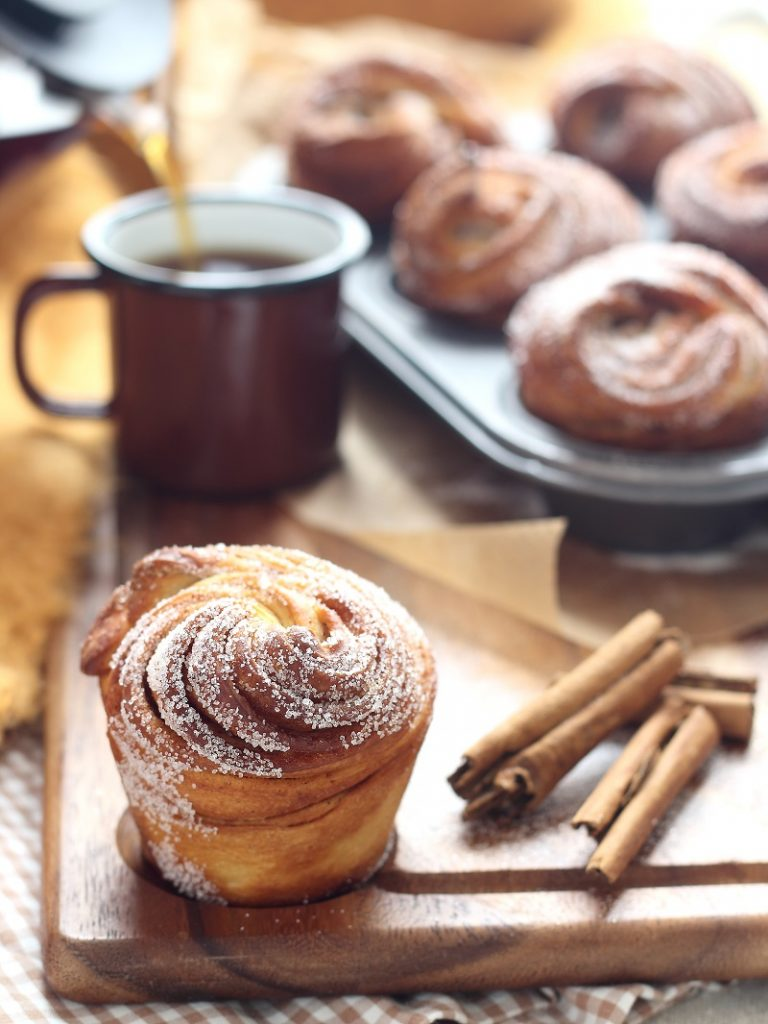 Cinnamon cruffins and tea