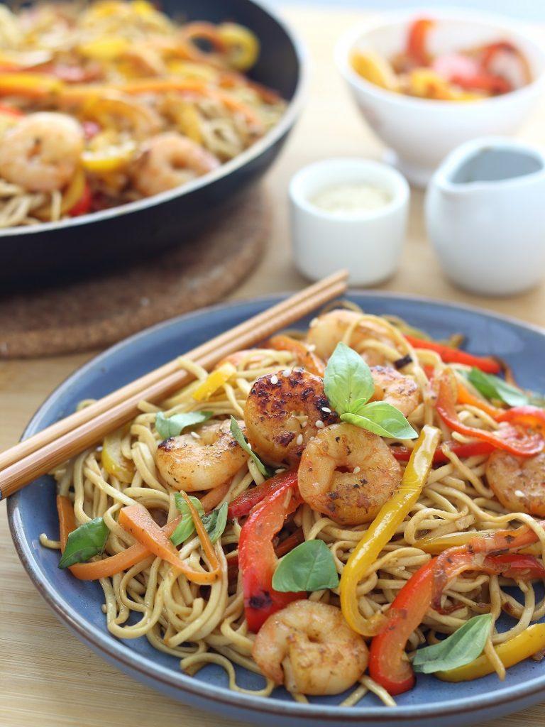Noodles ai gamberi e verdure - Close up