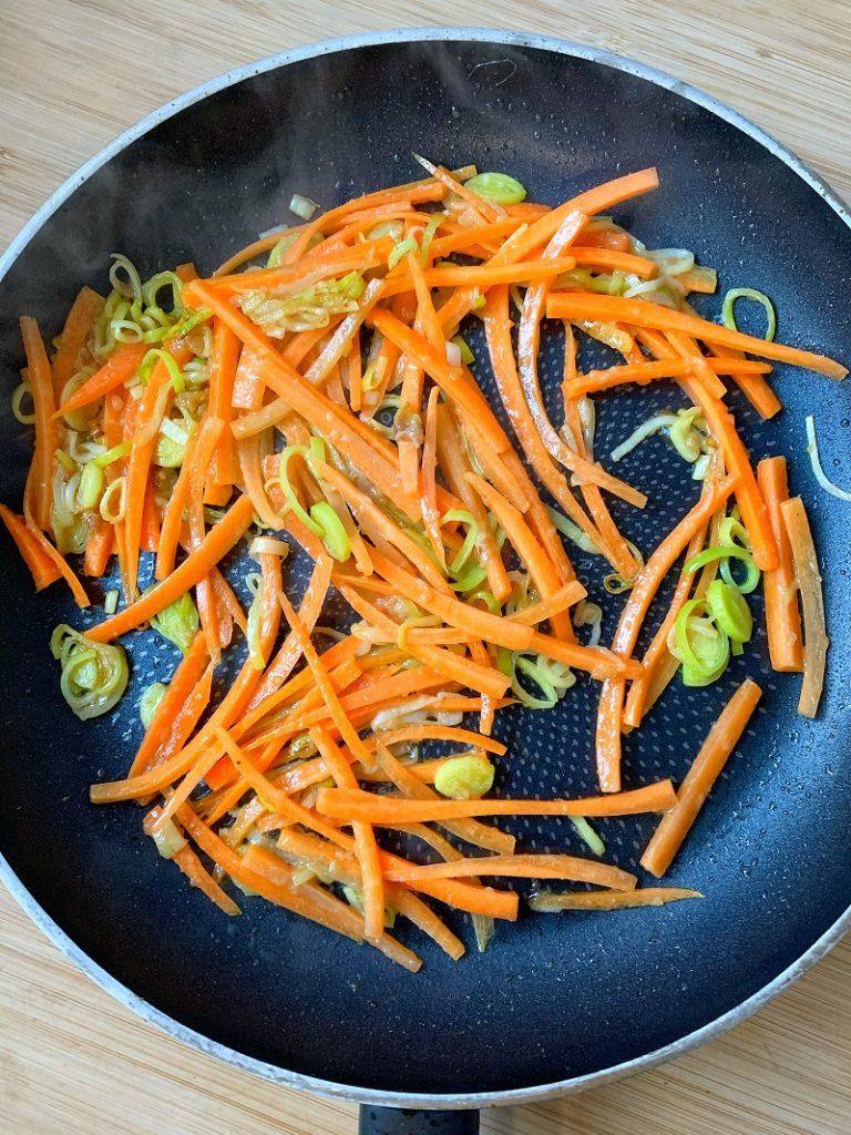 Procedimento - carote a julienne in padella