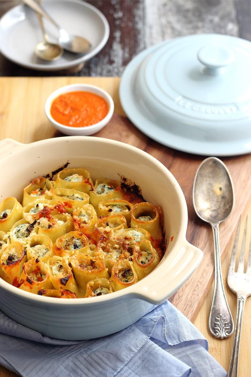 Paccheri ripieni di ricotta e spinaci gratinati al forno