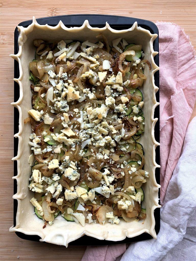 Torta salata di zucchine - formaggio Stilton sbriciolato