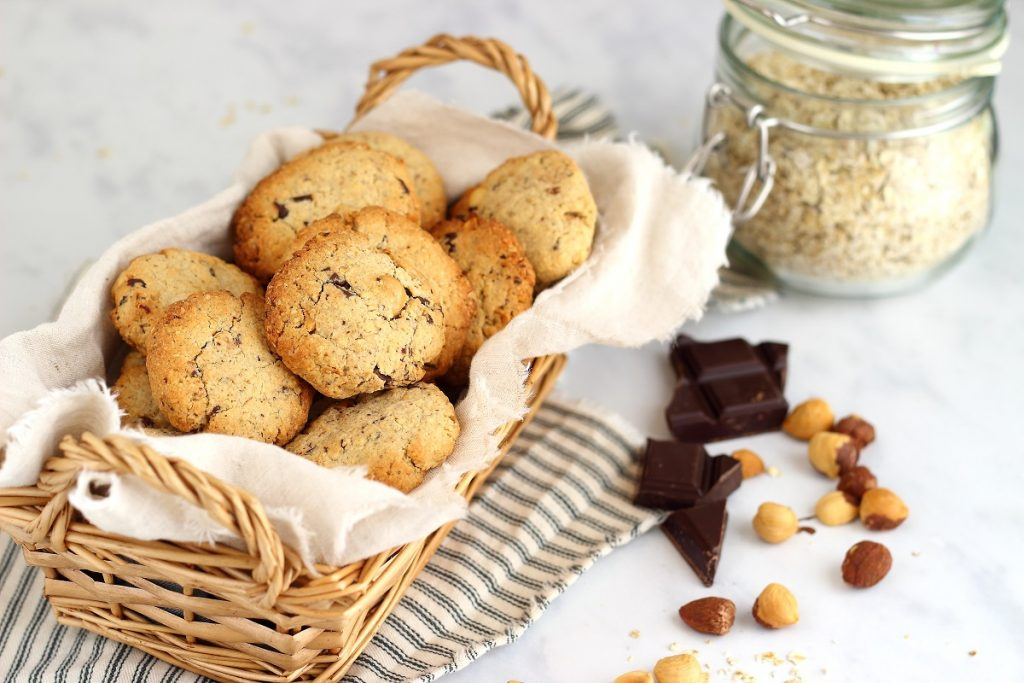 Oat chocolate chip cookies - header