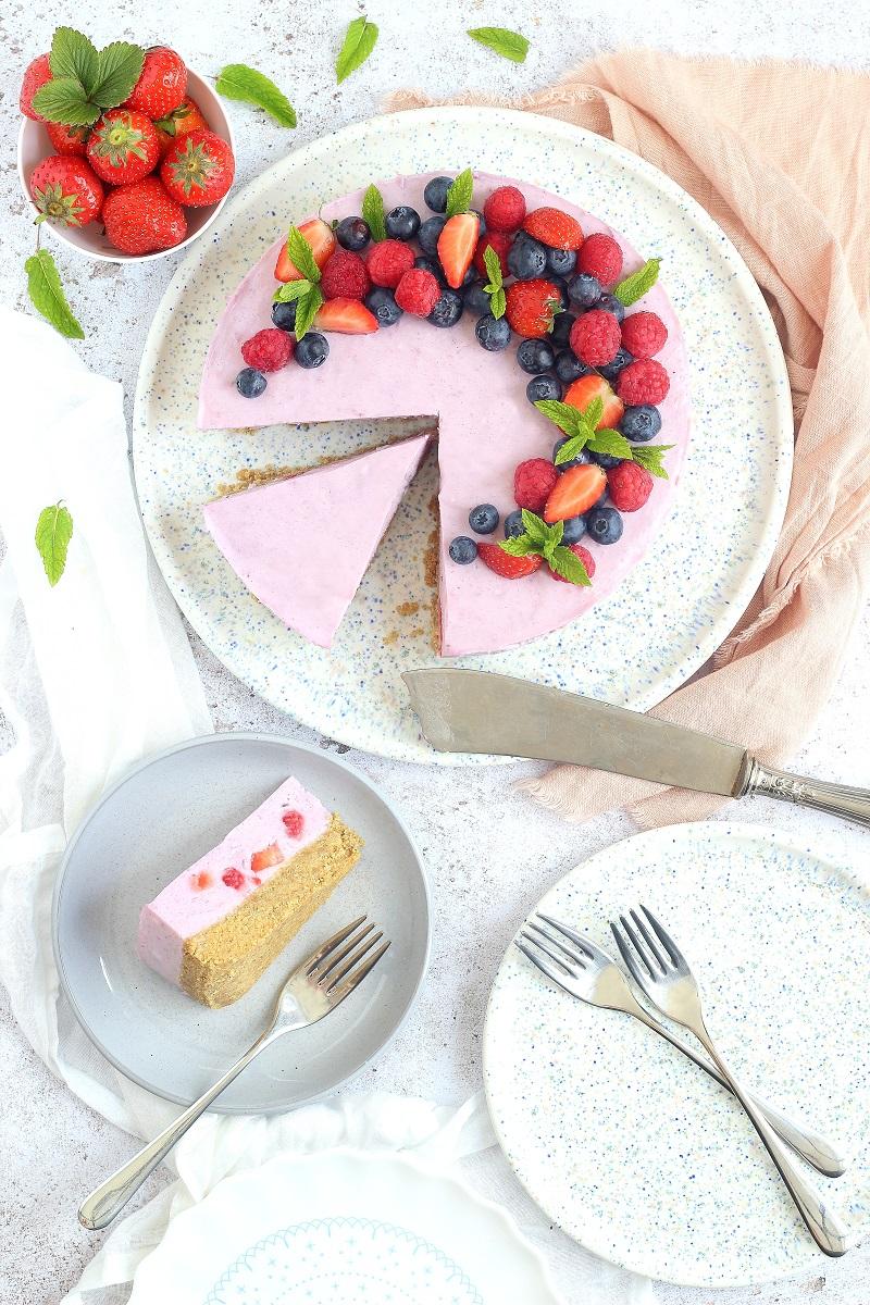Cheesecake ai frutti di bosco - fetta flatlay