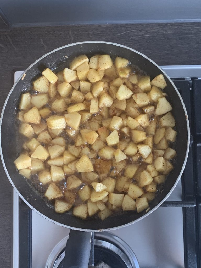 Cooked apples in the saucepan