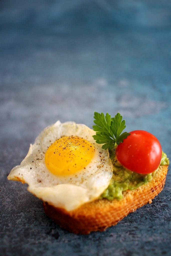 Crostino di avocado - close up