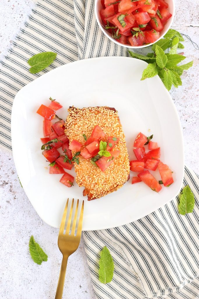 Salmone al sesamo con pomodorini - flatlay