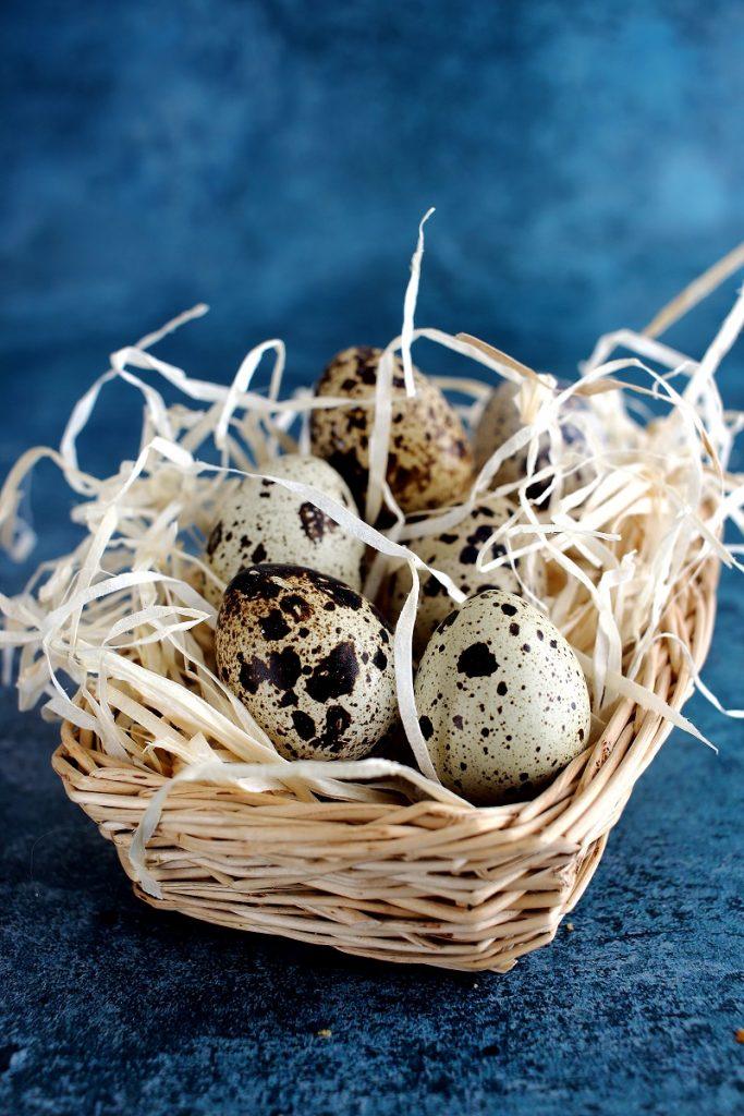 Uova di quaglia in cestino