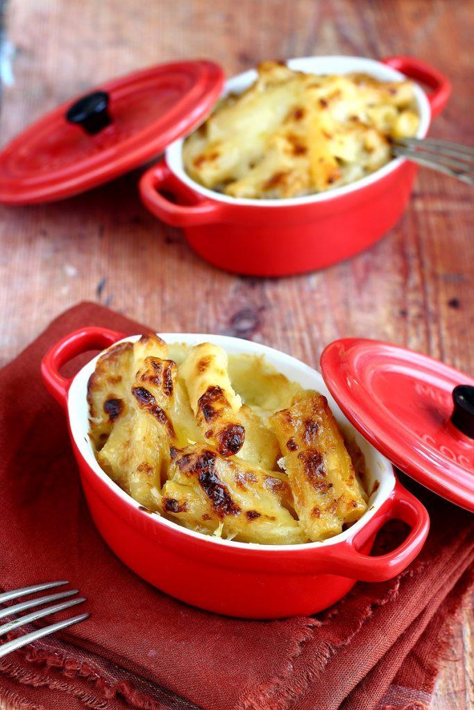 Pasta con il cavolfiore e formaggi misti al forno