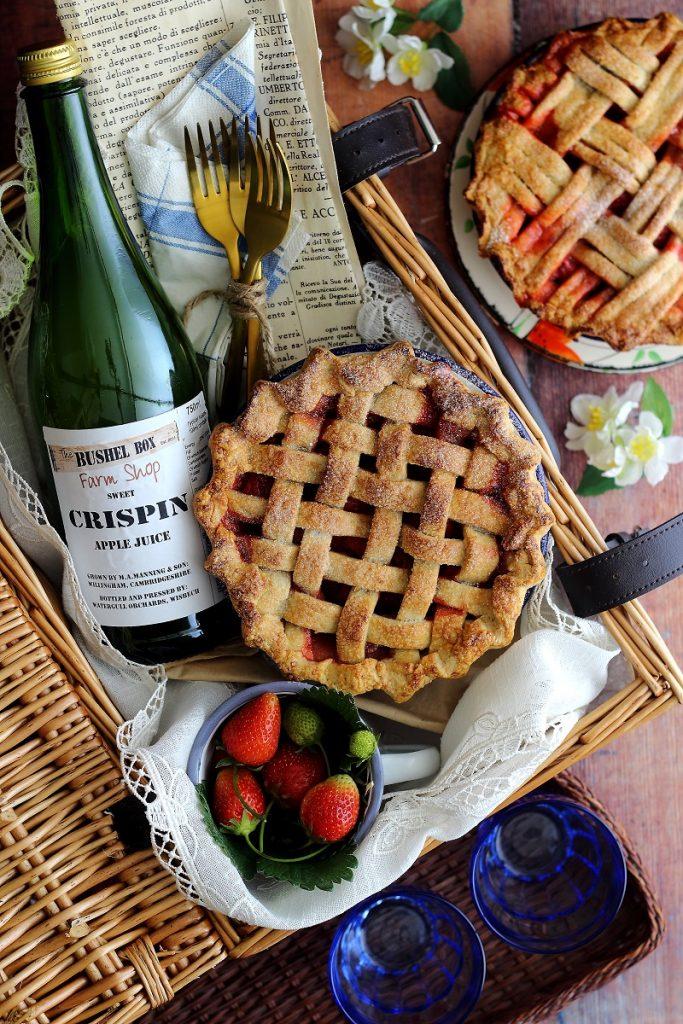 Strawberry lattice pie - pic nic hamper