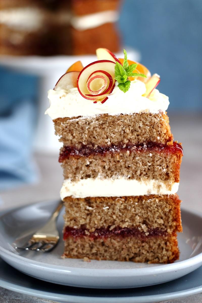 Torta di grano saraceno e marmellata - fetta close up