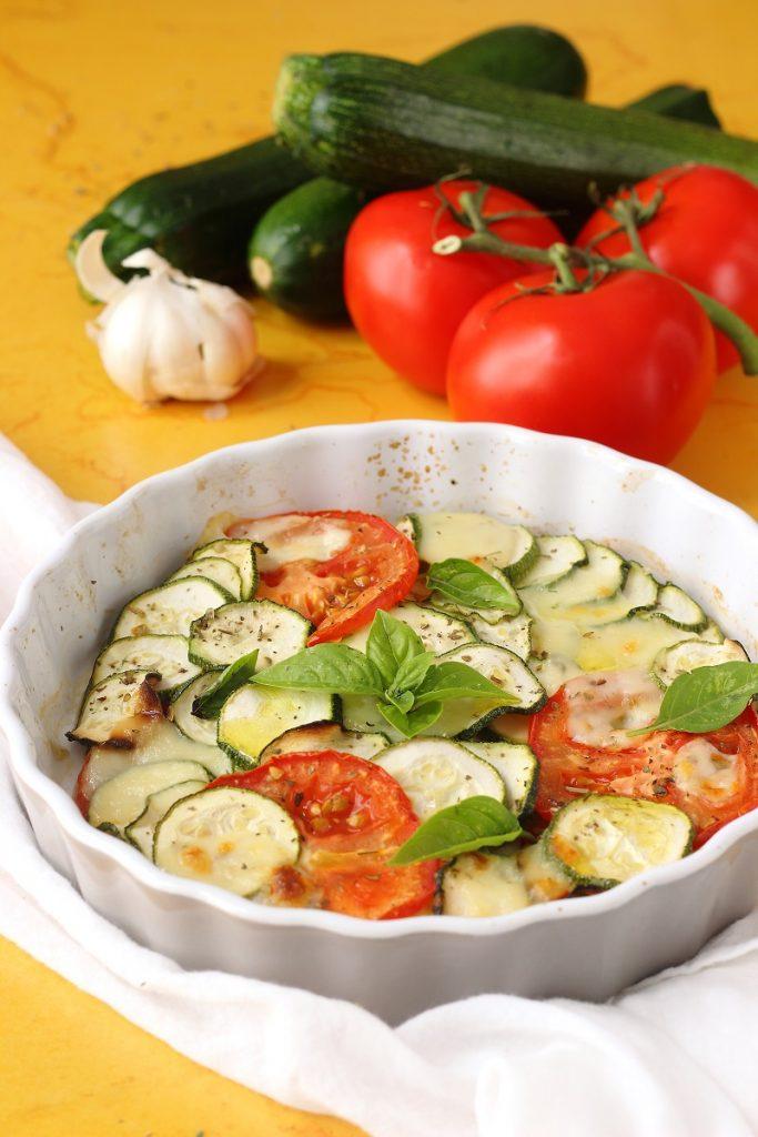 Zucchine al forno con mozzarella - close up