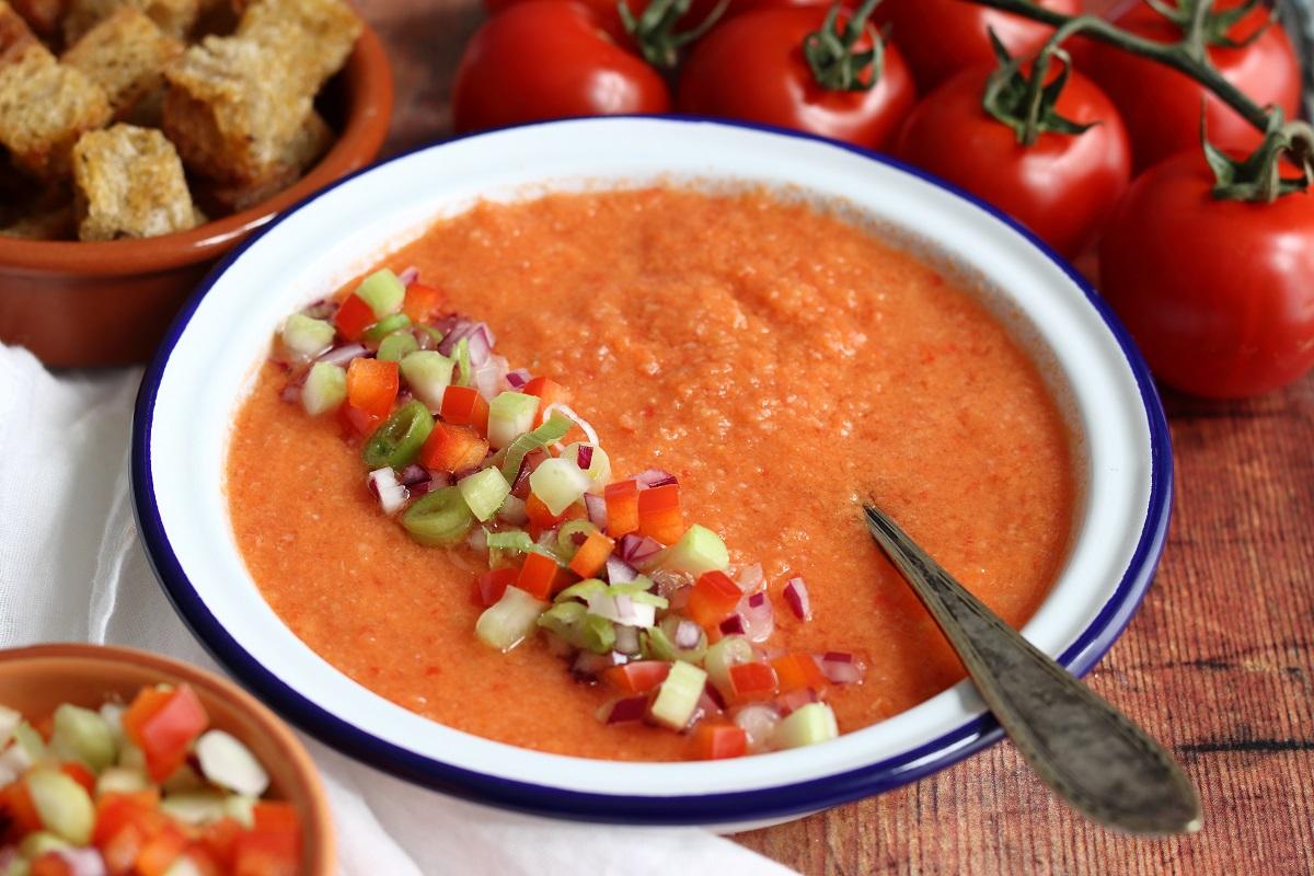 Gazpacho andaluso con verdure croccanti