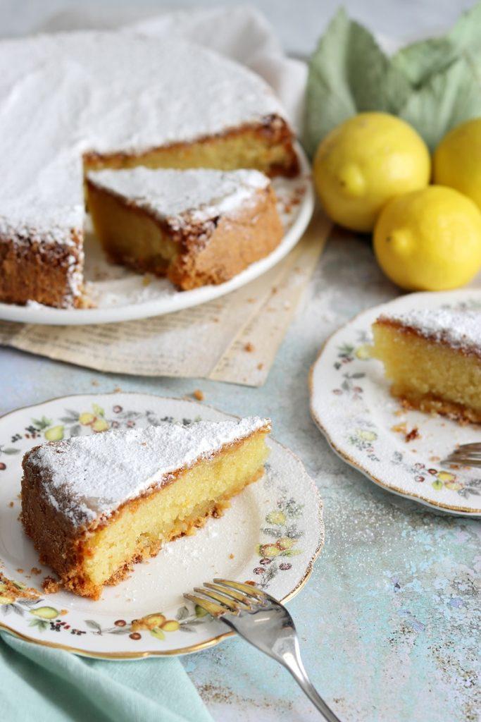 Torta caprese al limone, cioccolato bianco e mandorle di Sal de Riso
