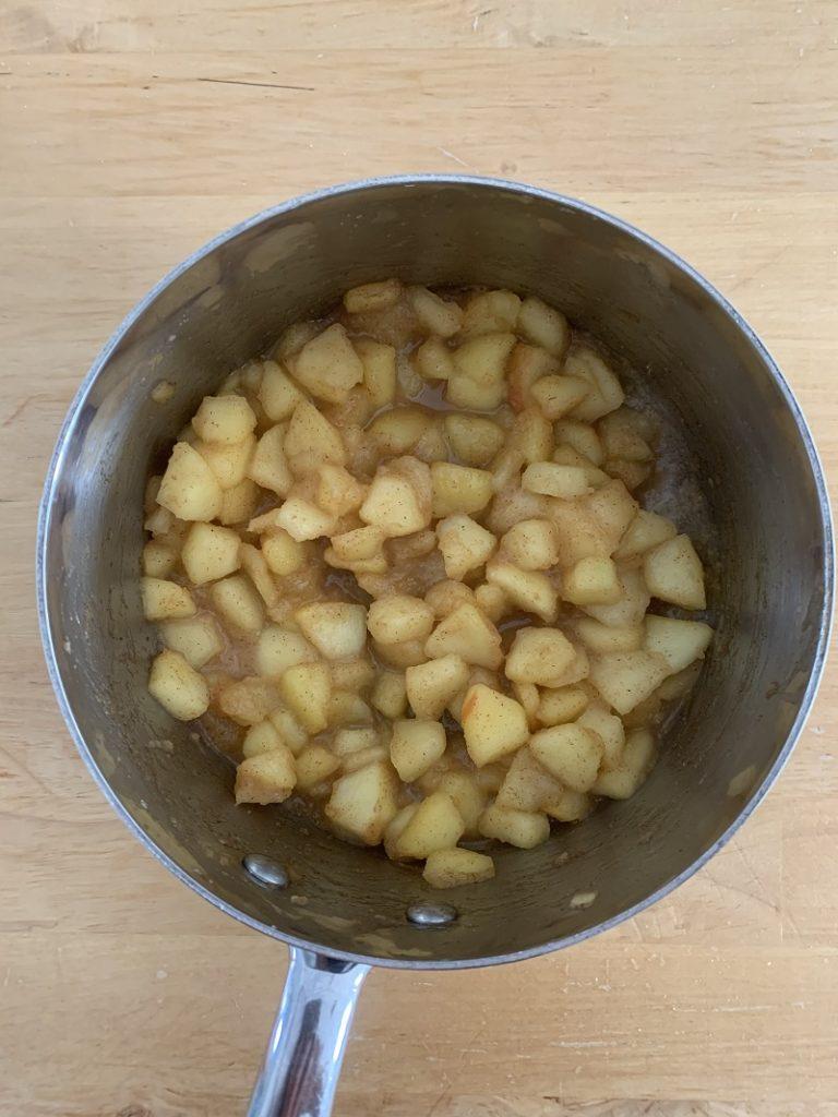 Cottura delle mele in padella