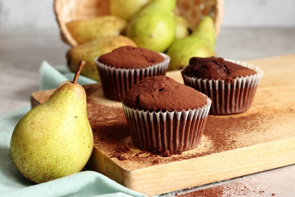 Chocolate and pear muffins - header